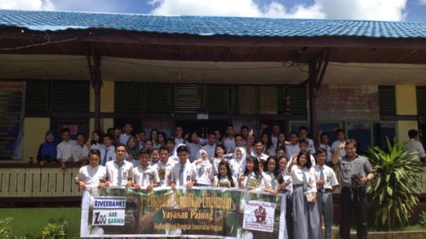 Rangkaian memperingati PPO 2015 saat foto bersama di SMAN 1 Sandai.