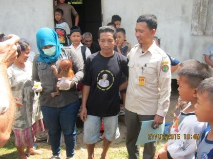 Tim gabungan; BKSDA Kalbar SKW 1 Ketapang, YIARI dan Yayasan Palung saat melakukan Rescue bayi orangutan di Sungai Besar. foto dok. Edi/YP