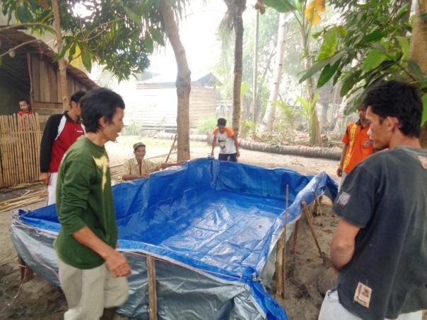 3. Pembuatan kolam ikan bahan terpal