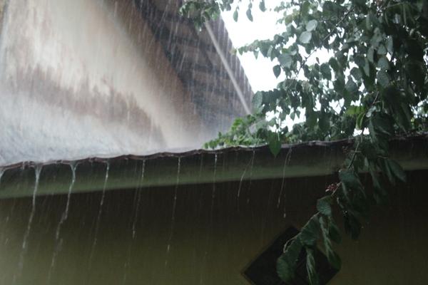 Hujan perdana dibulan okt_foto dok YP