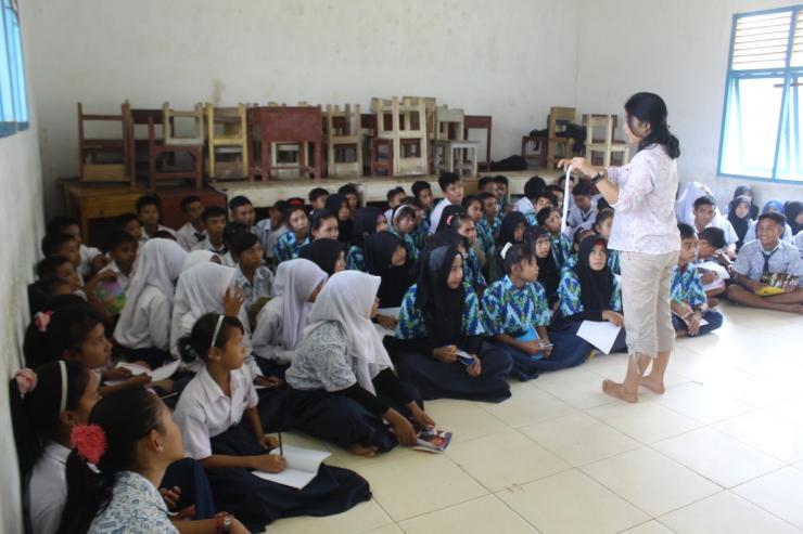 lecture di SMPN 8 Matan Jaya, KKU