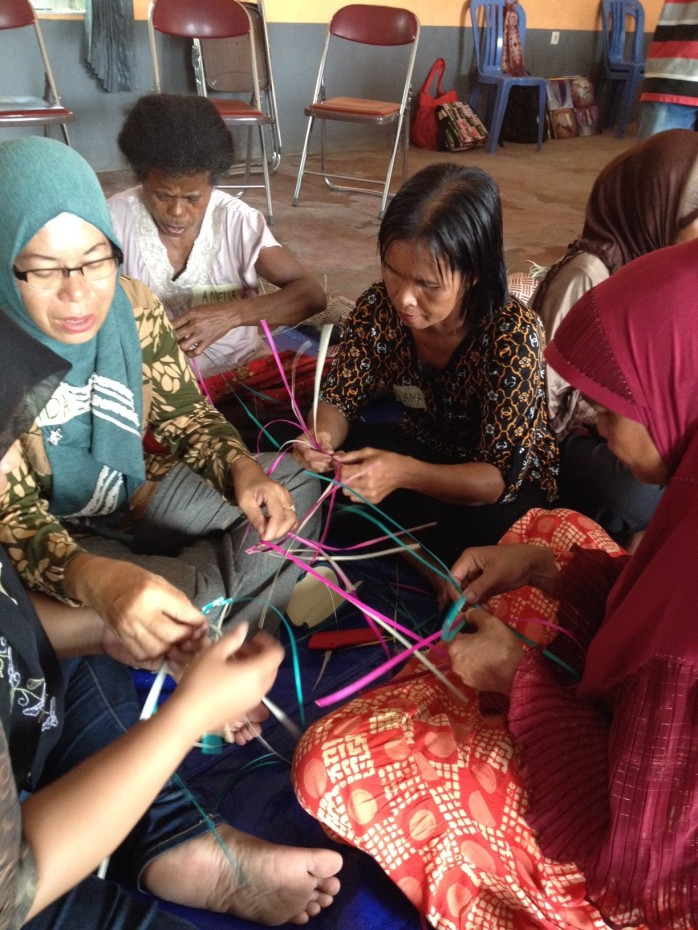 pertemuan tahunan kelompok penganyam se-kalimantan (jaringan craft kalimantan), foto dok. Yayasan Palung