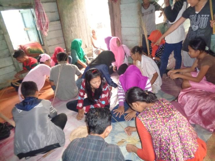 Workshop Training Kerajinan, SMKN 1 Sukadana. foto dok. Yayasan Palung