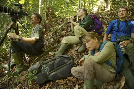 Tim Laman, Cheryl Knott, Jessica Laman dan Russell saat mengamati orangutan di Gunung Palung. Foto dok. Trevor Frost