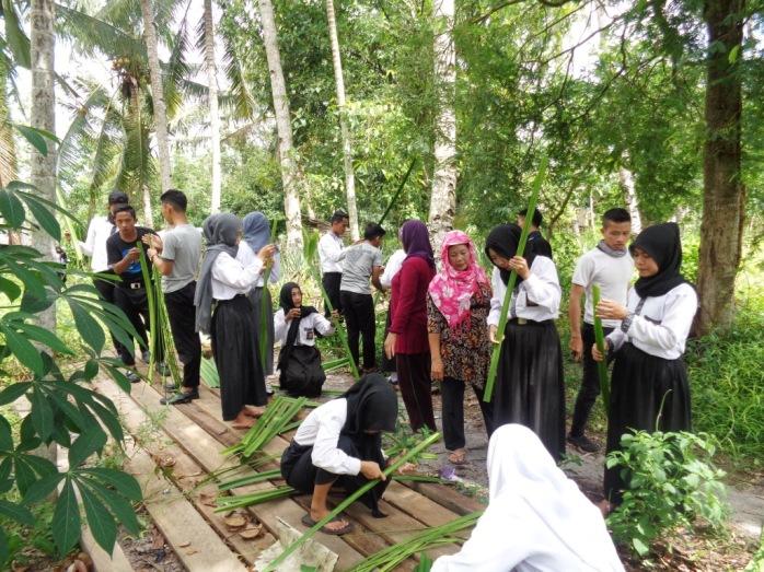 Pelatihan Kerajinan Pandan SMKN 1 Sukadana (4)