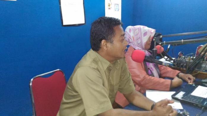 Endro Setiawan, dari TNGP sebagai narasumber saat berbagi cerita dalam mata acara Bincang Hijau di Radio RKK. Foto dok. Desi Kurniawati YP
