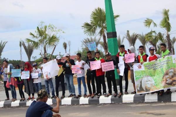 relawan-rebonk-saat-melakukan-aksi-long-march-foto-dok-yp