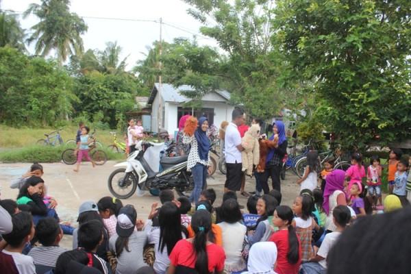 relawan-tajam-puppet-show-dan-perpustakaan-keliling-dalam-kegiatan-ppo-2016-foto-dok-yp