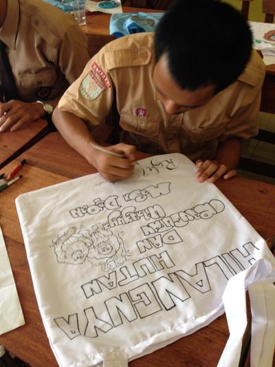 Salah satu pesan dari kreasi menggambar dan pesan untuk hutan dan orangutan dari siswa-siswi SMAN 1 Sungai Laur. Foto dok. Yayasan Palung.JPG