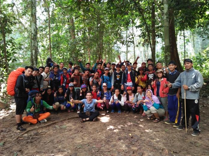 Foto bersama peserta fieldtrip di Sungai Beringin. Yayasan Palung.jpg