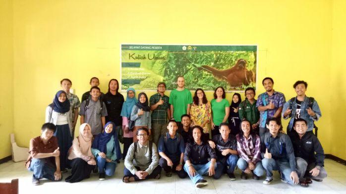 Beberapa peserta yang menyempatkan diri berfoto bersama. Foto dok. Yayasan Palung