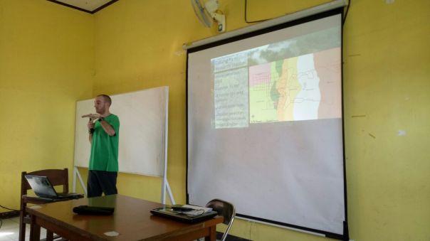 Brodie Philp saat menyampaikan presentasinya. Foto dok. Yayasan Palung