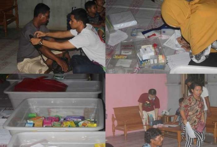 Saat teman-teman dari Yayasan ASRI memeriksa pasien yang tak lain merupakan Warga masyarakat. Foto dok. Yayasan Palung