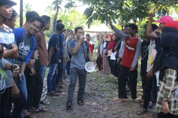 Keseruan saat peserta RelawanTabonK (Tajam -RebonK) mengikuti kegiatan untuk suarakan konservasi di Tanah Kayong. Foto dok. Yayasan Palung