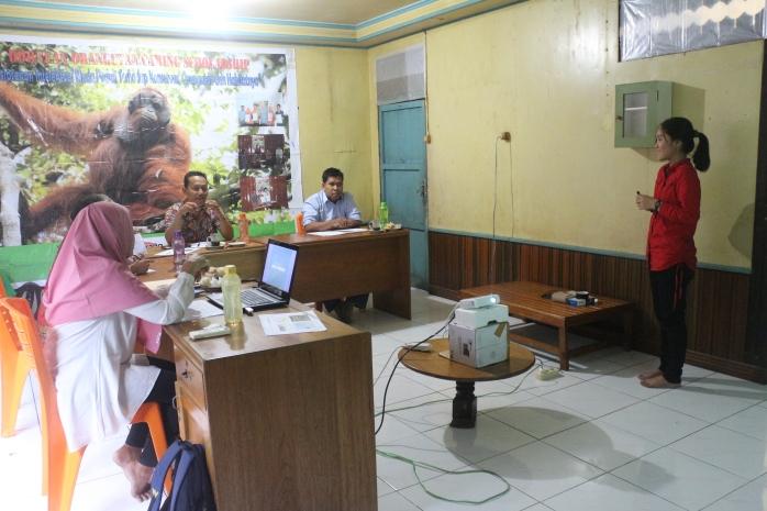 Saat seleksi beasiswa, peserta seleksi menyampaikan presentasi.JPG