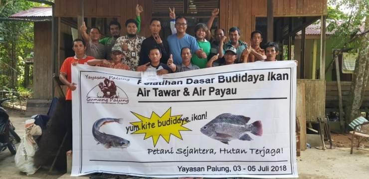 Para peserta yang mengikuti pelatihan budidaya ikan air tawar dan air payau. Foto dok. Yayasan Palung
